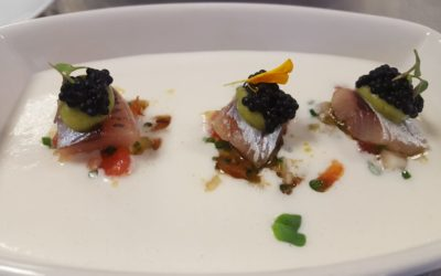 Ajo blanco con Tartar de tomate rosa de Huesca y sardina ahumada