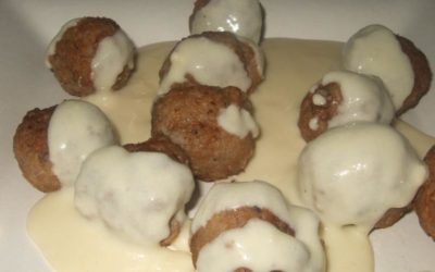 Bolas de Longaniza de Erla con crema de queso Dos Arbas