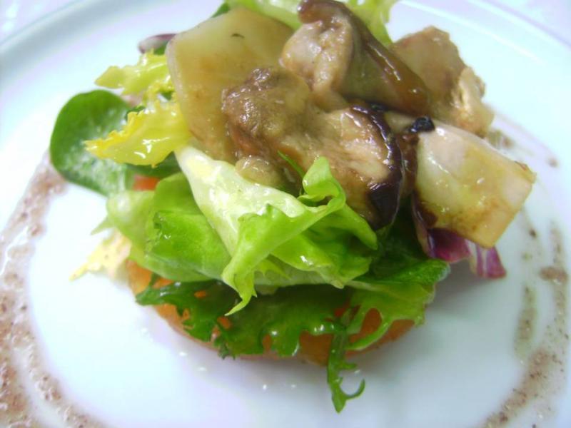 Ensalada de Boletus Marinados con Aceite del Bajo Aragón y Trufa de Sarrión
