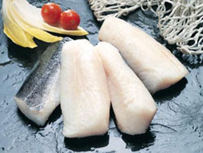 Lomos de merluza con magras de jamón de Teruel y suquet de patatas a la aragonesa
