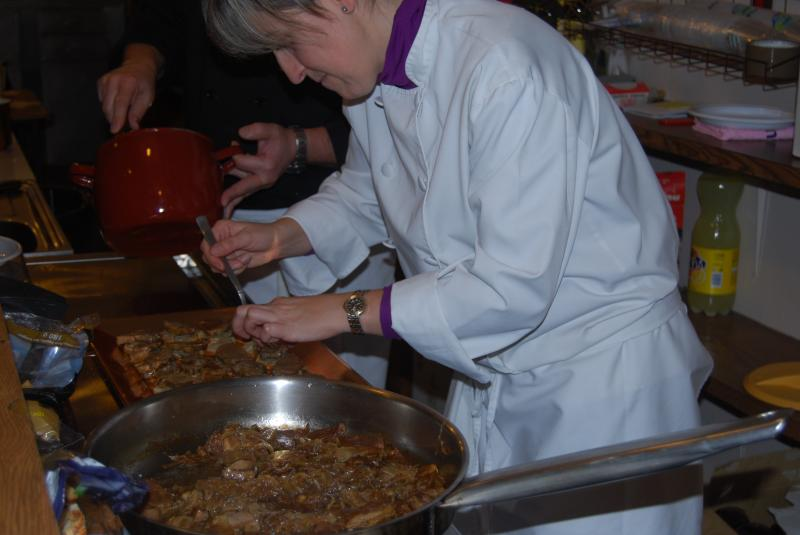 Dados de Ternasco de Aragón con estofado de cebolla dulce